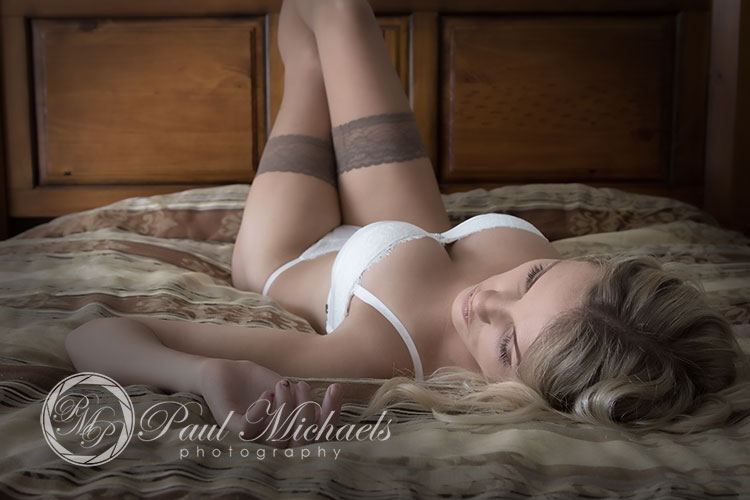 Lingerie glamour portraits and boudoir photography.